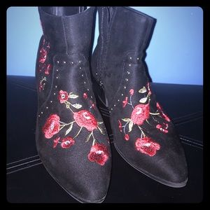 New Look Embroidered Festival ankle boot red black